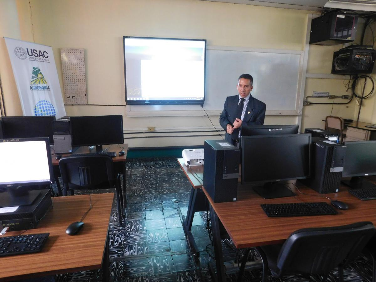 Gestión de cursos usando la plataforma virtual de la FAUSAC